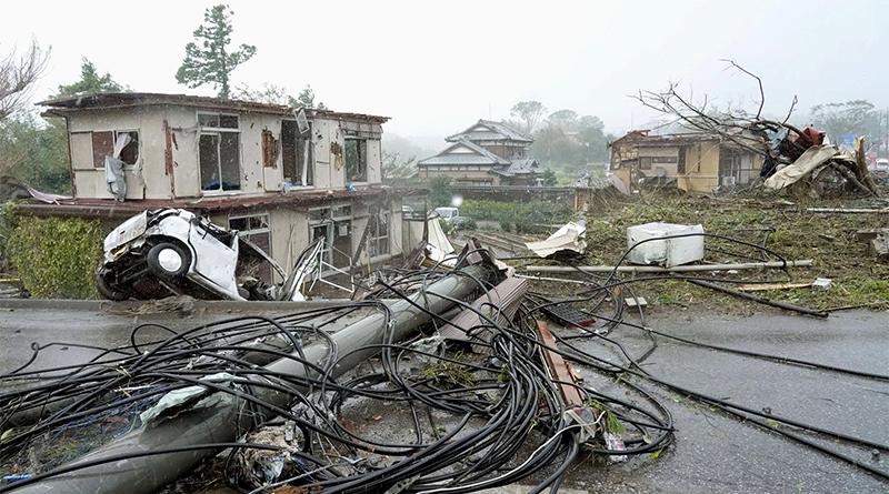 Badai Hagibis Melanda Jepang : Langit Berwarna Pink Hingga Wifi Gratis