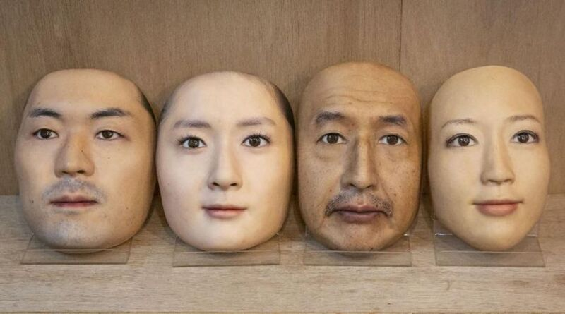 Toko Di Jepang Menjual Topeng yang Serupa dengan Wajah